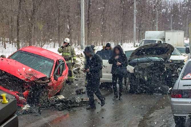 Лобовое столкновение автомобилей в Зеленой зоне Тольятти 1 марта 2019 года