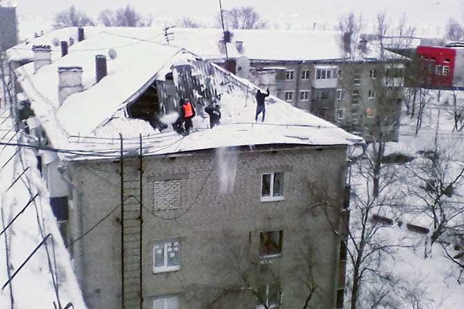 В администрации Тольятти рассказали об устранении последствий обрушения части крыши дома в Комсомольском районе