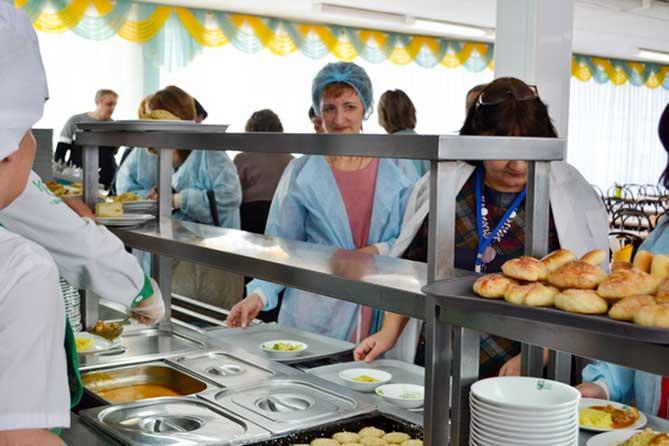 В Тольятти родители учащихся провели рейд по проверке качества питания в школах