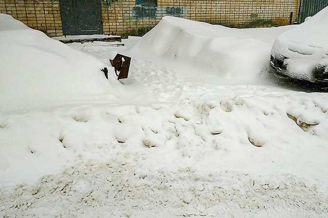 Прокуратурой Тольятти выявлено свыше 110 нарушений: Несвоевременная уборка снега и образование наледи на крышах