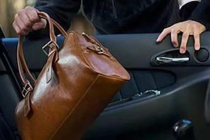 У жительницы Тольятти украли сумку около детского сада