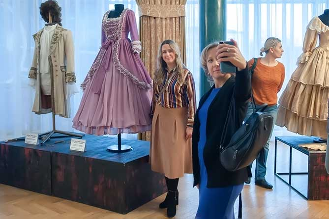 В театре «Колесо» открылась выставка макетов и костюмов спектаклей предыдущих лет
