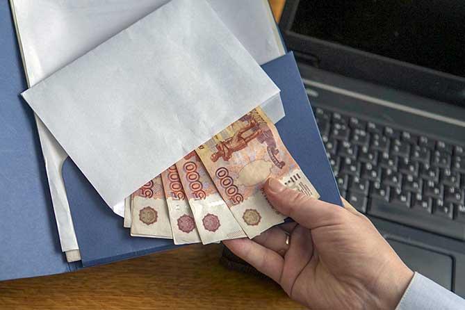 Взятки в Тольятти: Получили по 20 тысяч рублей с двоих предпринимателей и 25 тысяч рублей с третьего индивидуального предпринимателя