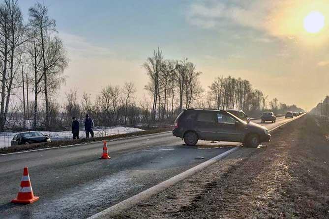 Разворот на автодороге Тольятти-Ягодное: госпитализированы женщина и мужчина