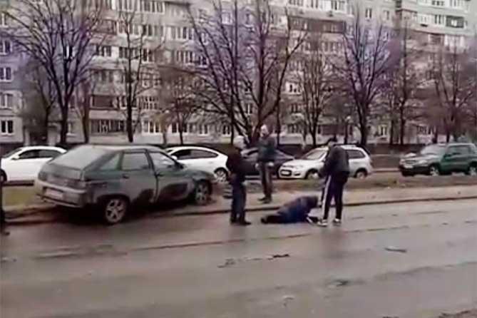 В Тольятти на улице Автостроителей под колеса автомобиля попала женщина