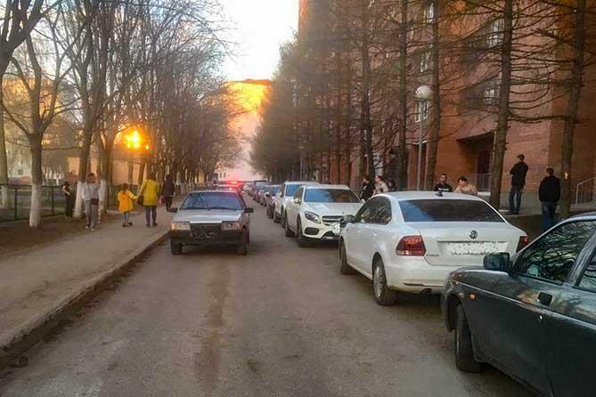В Тольятти в жилой зоне под колеса автомобиля попала 10-летняя девочка