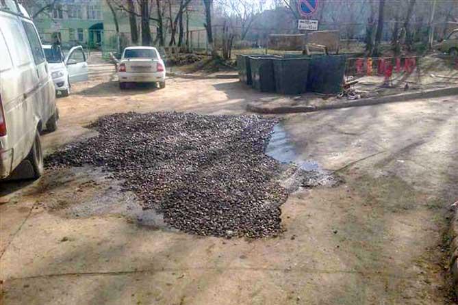 Провалился автомобиль в Тольятти 10 апреля 2019 года: В провале виноваты старые трубы
