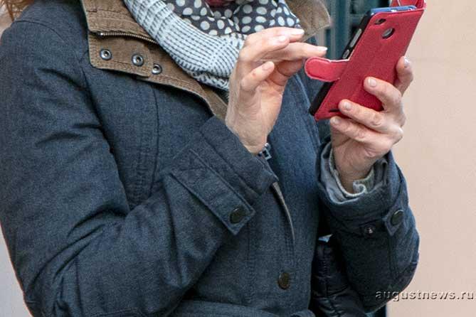 Женщина показала свой паспорт в салоне сотовой связи: Сейчас требуют платежей по кредиту, которого она не оформляла
