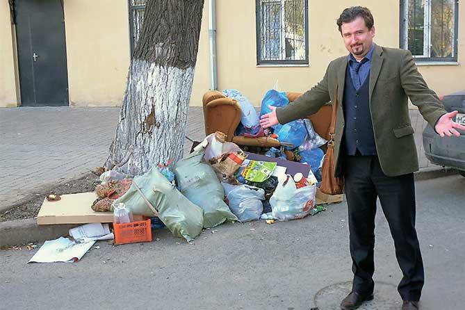 Получается, что в Тольятти мусор копится сам по себе вне зависимости от того, проживают ли жители или нет