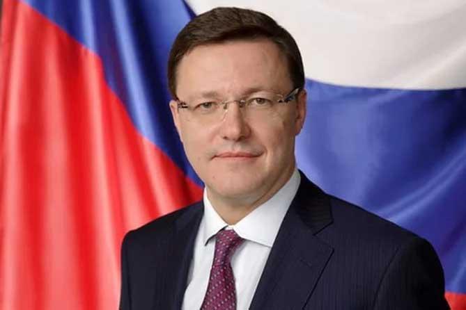 Дмитрий Азаров поздравил жителей губернии с Днем Великой Победы