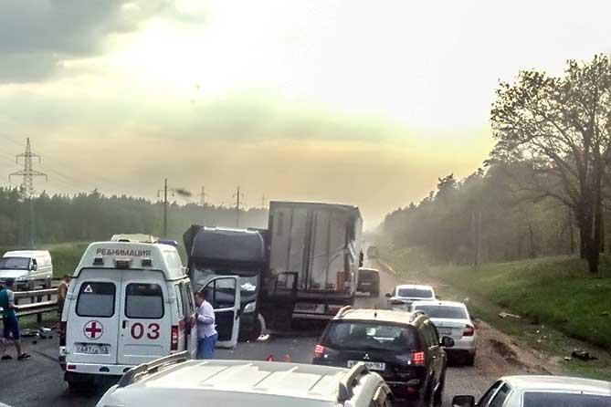 Под Тольятти в ДТП на трассе М-5 столкнулись 5 автомобилей 13 мая 2019 года