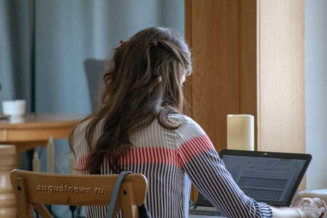 В Тольятти женщин в декрете бесплатно обучают: 1С Предприятие, делопроизводитель, воспитатель детского сада, парикмахер, повар-кондитер, компьютерный дизайн, разработка сайтов