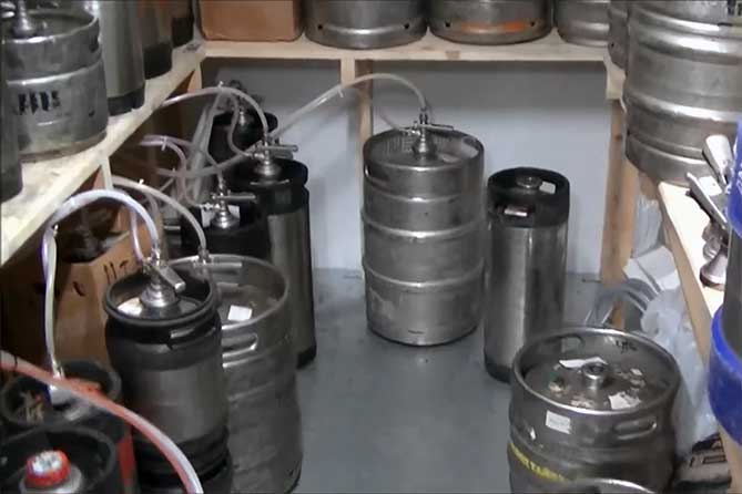 После обращения граждан в баре Тольятти изъяли 790 литров алкоголя