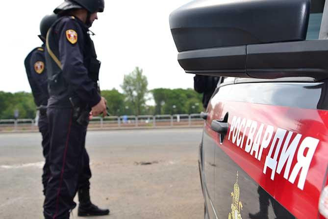 В гостинице Тольятти мужчина приставал к другим посетителям: Оказался в федеральном розыске