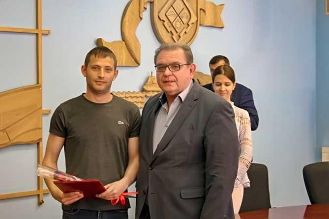 В Тольятти наградили специалистов, которые предотвратили чрезвычайную ситуацию с 45-метровым краном