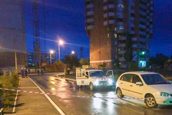Башенный кран может упасть на жилой дом в Тольятти