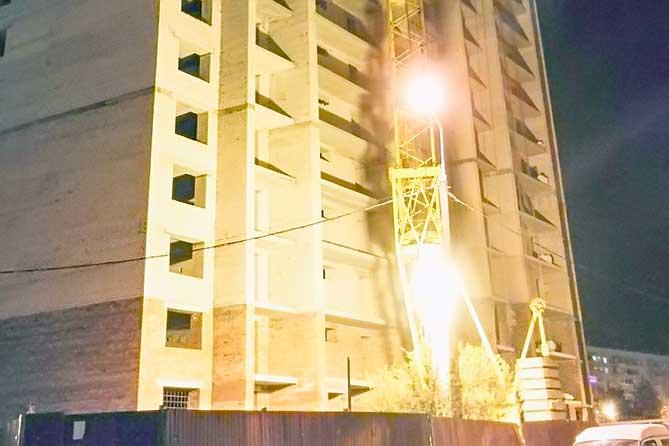 В Тольятти устранена угроза падения строительного крана на жилой дом