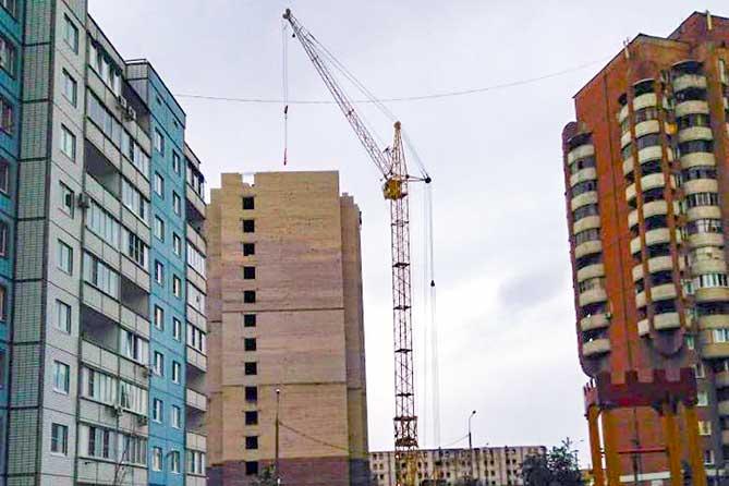 Крановщик Александр Титов помог ликвидировать угрозу падения башенного крана в Тольятти