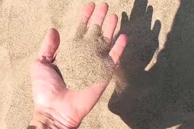В Тольятти две женщины разбогатели на песке: Деньги делили пополам