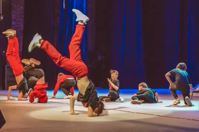 Концертная программа «Крутись пока молодой» в КЦ «Автоград» 18 мая 2019 года