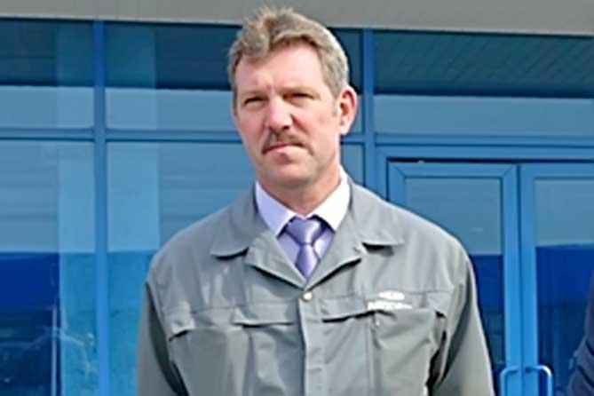 Дмитрий Азаров вручил государственную награду директору производства АВТОВАЗа Аркадию Глазунову