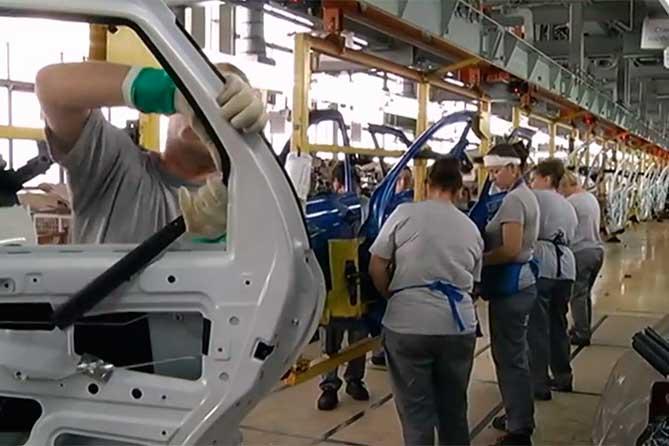 Около восьми процентов акций владеющего АВТОВАЗом совместного предприятия Alliance Rostec будут проданы Renault