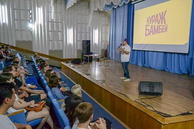 В Тольятти состоялась встреча с создателем студии озвучки «Кураж-Бамбей» Денисом Колесниковым