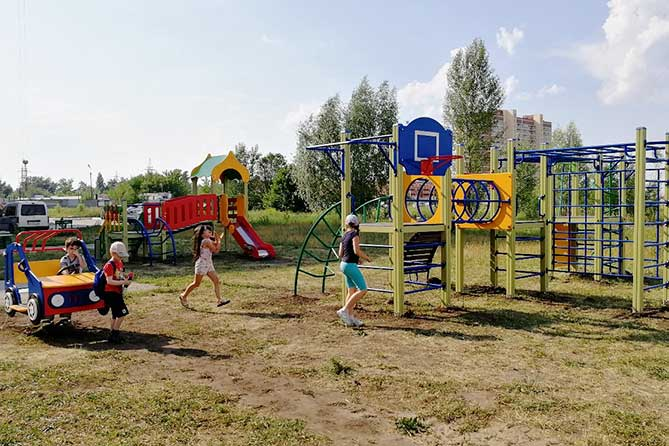 В Тольятти 11 июня 2019 года торжественно открыли детскую и спортивную площадки
