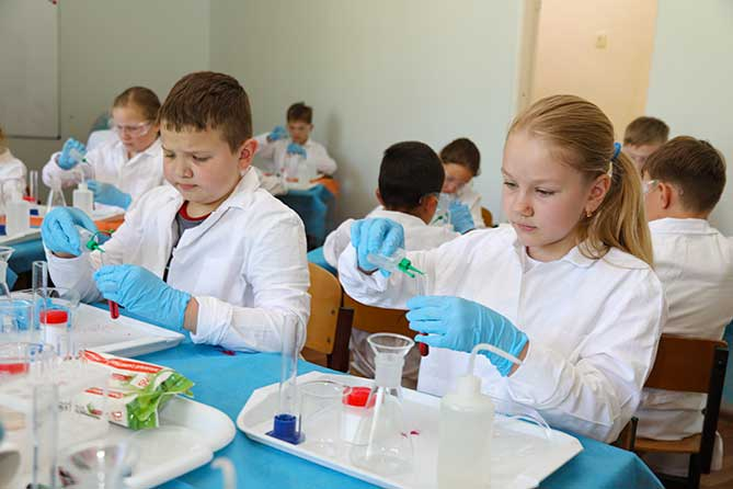 В Тольятти школьников приглашают на бесплатные занятия по химии и физике в июне 2019 года
