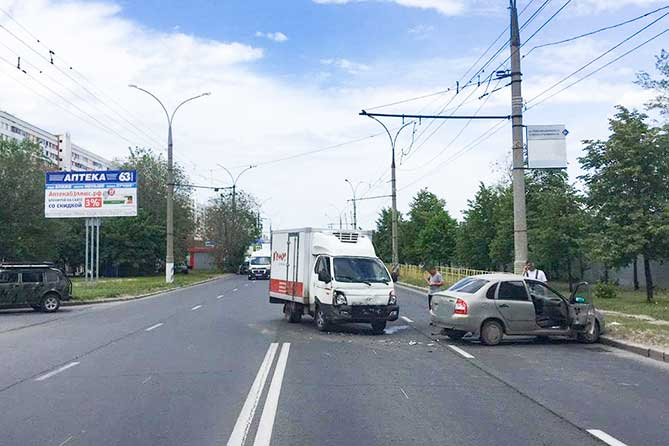 В ДТП на улице Революционной в Тольятти получила травмы пассажирка автомобиля