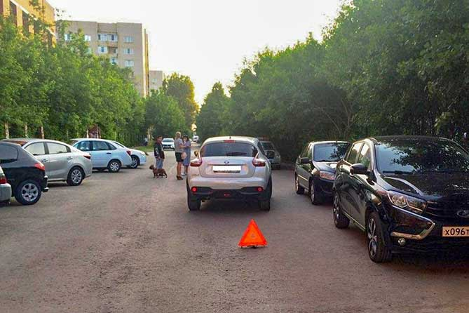 В жилой зоне на улице Льва Толстого под колеса автомобиля попал 15-летний велосипедист