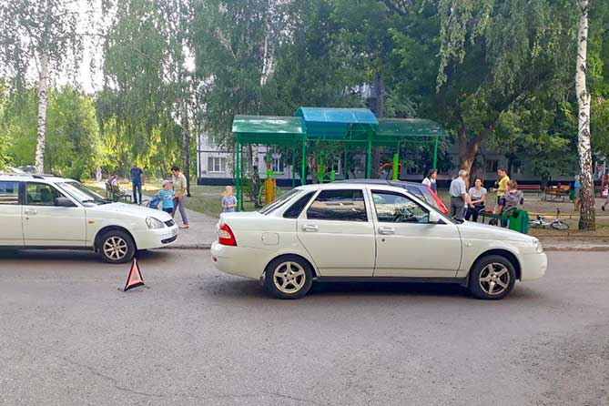В Тольятти в жилой зоне на проспекте Степана Разина под колеса автомобиля попал 9-летний ребенок