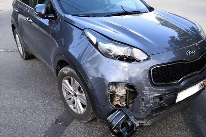 В Тольятти на улице Жилина в результате ДТП водитель такси получил травму головы