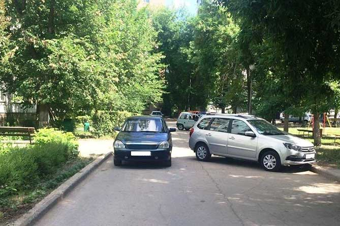 В Тольятти в жилой зоне на улице Свердлова водитель автомобиля сбил пятилетнюю девочку