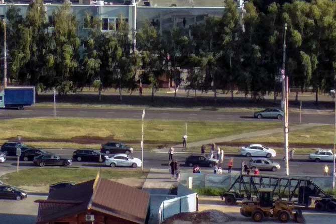 На улице Спортивной Тольятти под колеса автомобиля попали две 16-летние девушки