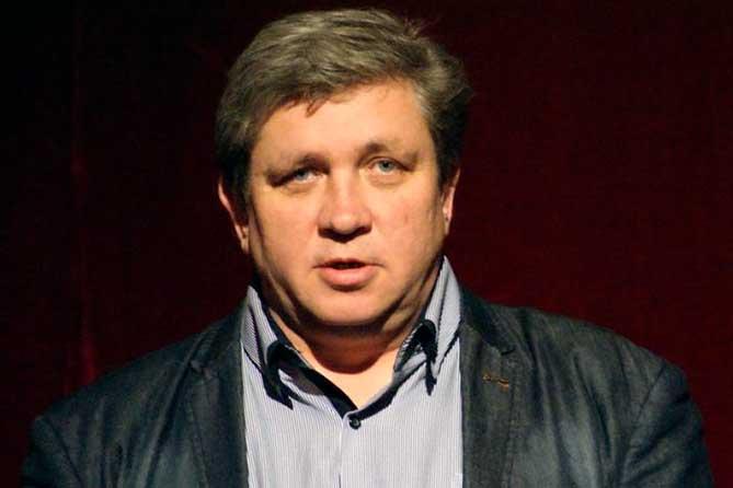 Главный режиссер МДТ Тольятти Дмитрий Квашко принимает поздравления с объективно результативным юбилеем