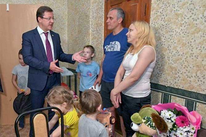 Шестеро детей: Семья из Тольятти недавно справила новоселье