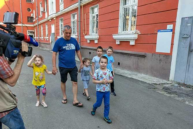 В Тольятти многодетной семье помогли купить жилье
