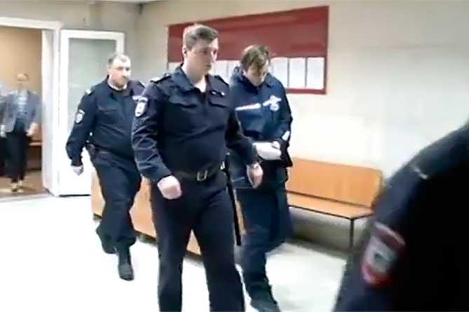 «Маньяк с ножом» из Тольятти нападал на женщин: В суде началось рассмотрение дела