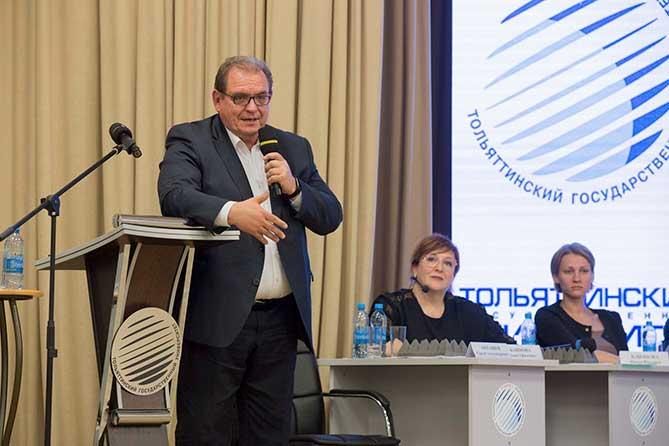 Объясняя общественности города, как можно изменить ситуацию с финансами Тольятти