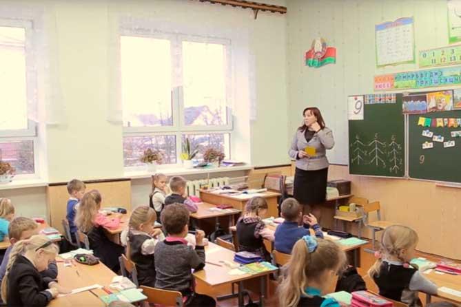 Меж тем, ставка учителя начальных классов в Тольятти составляет сопоставимую с зарплатой сторожа сумму