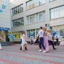 В тольяттинской школе из 76 выпускников – 13 получили аттестат с отличием