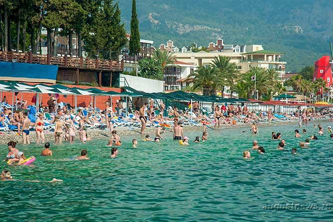 Обидно за людей в Тольятти, что нужно пахать весь год, чтобы поехать на море на 10 дней
