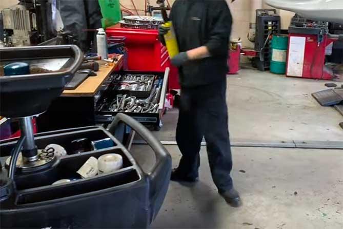 Кража: В автосервисе была произведена замена двигателя, коробки передач, кабины, ходовой части с автомобиля на другую автомашину