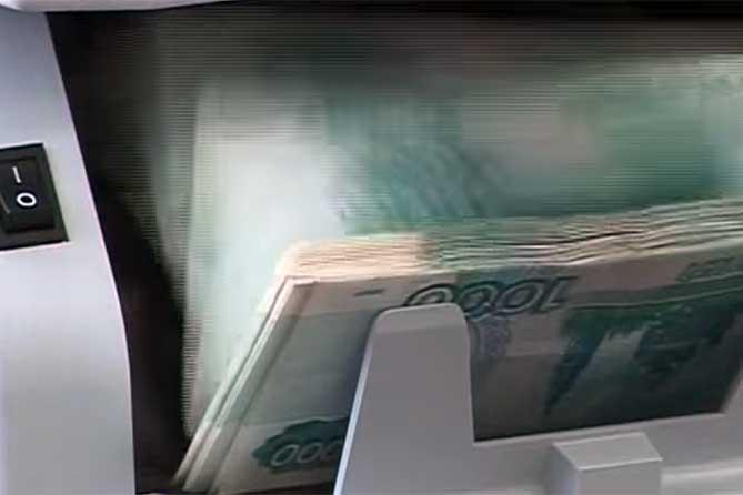Однако тольяттинцы по-прежнему продолжают нести деньги