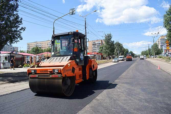 На улице Чайкиной в Тольятти проверили качество укладываемой асфальтобетонной смеси