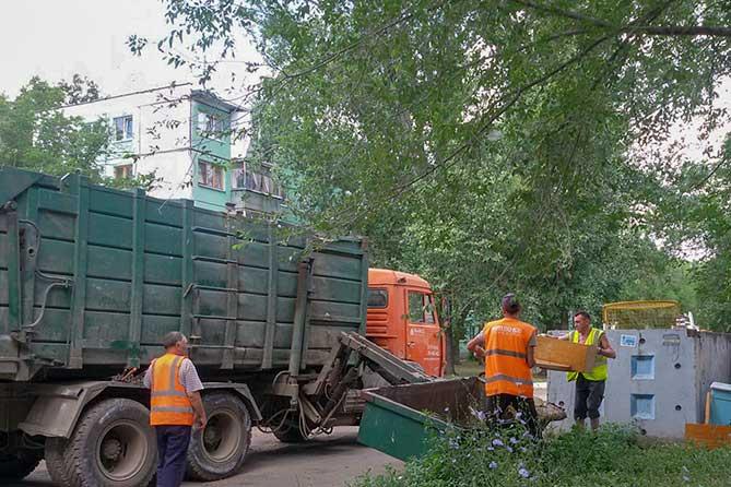 Довели Тольятти: Пенсионеры каждый день взвешивают мусор
