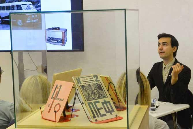 Выставка «История российского дизайна» пользуется большим успехом у жителей Тольятти