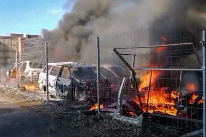 В Тольятти горели автомобильные кузова: Пожару был присвоен повышенный ранг сложности