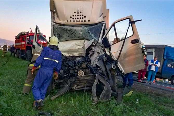 Столкновение двух грузовиков на М-5 13 августа 2019 года: Понадобилась помощь спасателей Тольятти